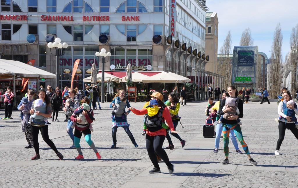 Mammdans på Medborgarplatsen