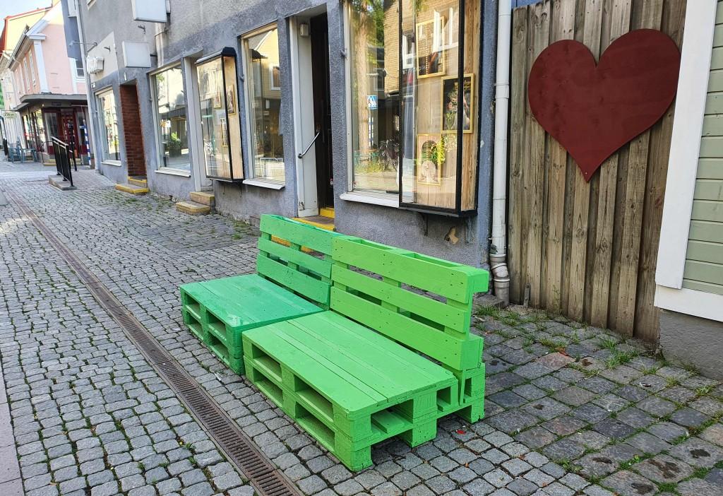 2021-07-07 Grön bänk på gågatan